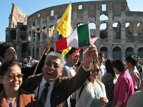 Chinese-Tourists-in-Italy.jpg