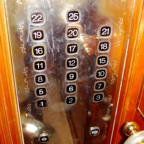 크기변환elevator-in-china_notice-how-many-numbers-are-missing-in-this-25-fl-bldg